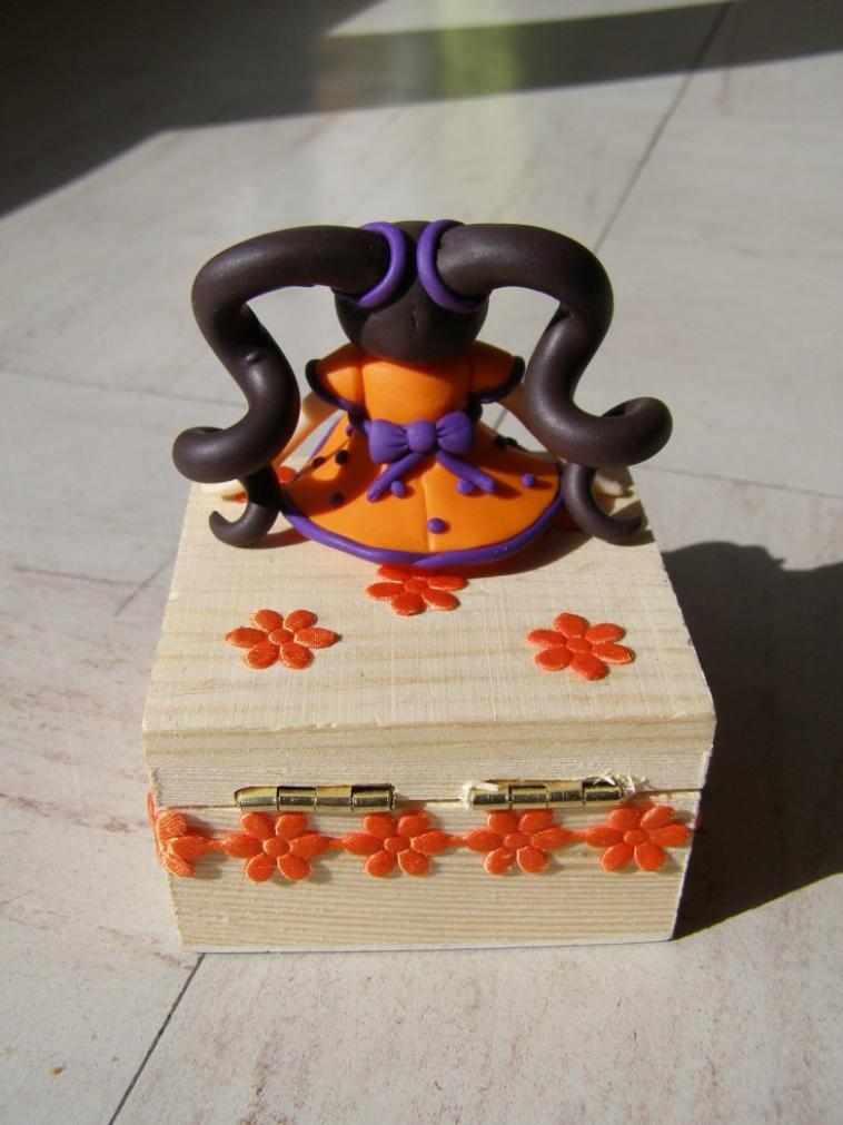 Mini boite à bijoux avec dolls!