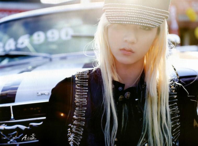 Ren: J'adore le première les cheveux long lui vont trop bien !!