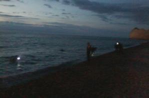 les hommes grenouilles débarquent a la plage!