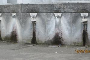La grotte de Massabielle et c 'est fontaines a eau