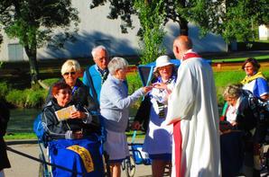 Le chemin de croix des malades .Un chemin de Croix spécialement aménagé pour les personnes malades ou handicapées , édifié dans la prairie des sanctuaires prés du Gave
