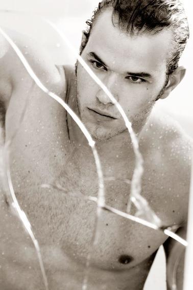 Kellan Lutz : Photos super hot !!!