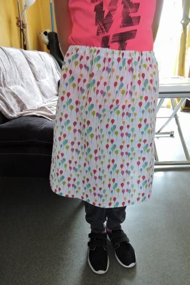 leçon de couture entre filles