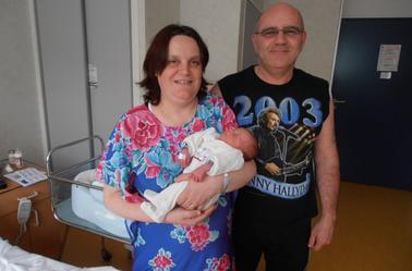 petit Noé avec ses parents