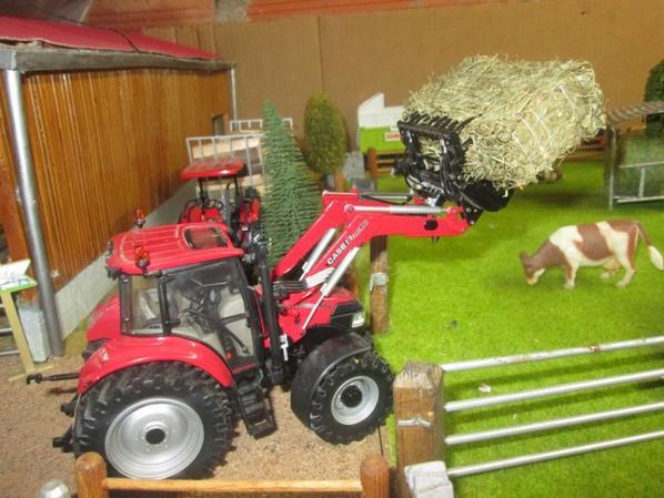 Tracteur Case IH Farmall 115U avec chargeur