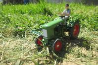 Tracteur fendt avec la barre de coupe