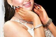 henna sur les mains du jeunes mariées