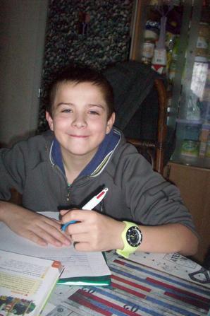 mon fils dorian en mode travail pour l'école lol