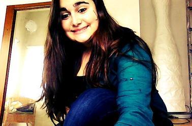 Je t'aime .Oui , je t'aime toi et tes défauts , toi et ton foutu caractère ...