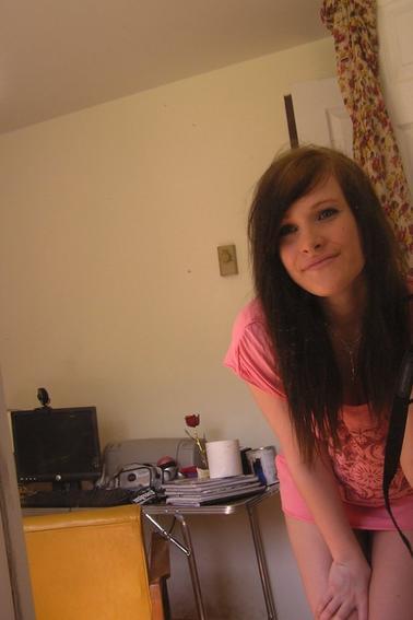 Ma cousine de 17 ans c'te pucelle =P ; Camelia.♥