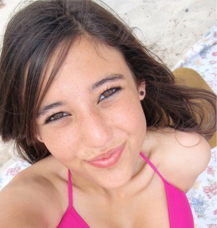 Leslie ,18 ans ; Meilleurs amie à ma petite soeur.♥