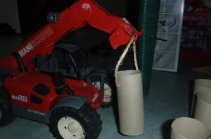 Chargementd e big bag d'herbe pour semer a la coopérative