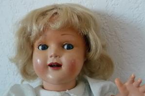 Voici Sophie de Raynals ( 42 cm ) 1956 aux cheveux naturels  et son petit bracelet