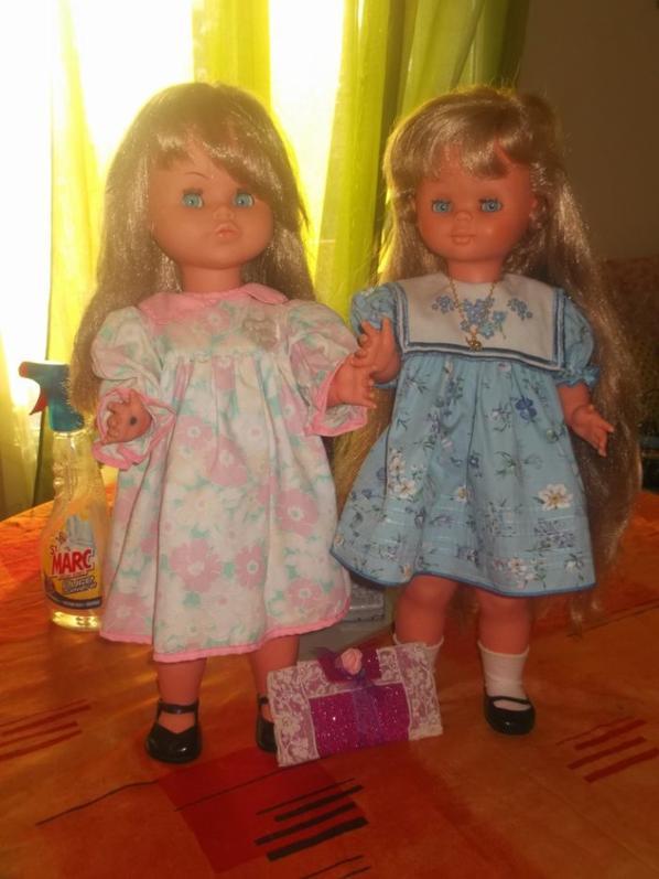 Arabelle en rose et Myriam en bleu vous souhaitent une très belle soirée  , ce sont des poupées Bella