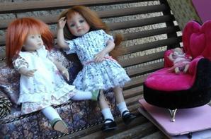 Alison est très fatiguée,  suite...La très gentille Rebecca vient rendre visite à son amie Alison et Rebecca s 'aperçoit vite que son amie est fatiguée,   d'ailleurs cette derniere n'attend pas de le dire à son amie Rebecca....