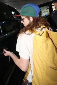 Kristen a été aperçue quittant Tokyo le 25/10/2012. Sublime,je la trouve personnellement rayonnante!