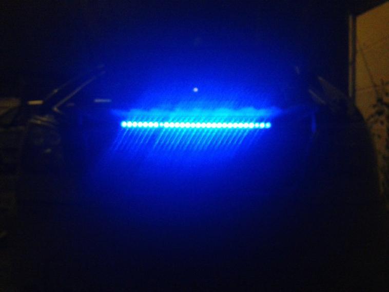 un ptit peu de lumière dans le coffre aussi pose neon