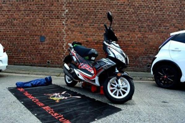 le scooter du photographe du club