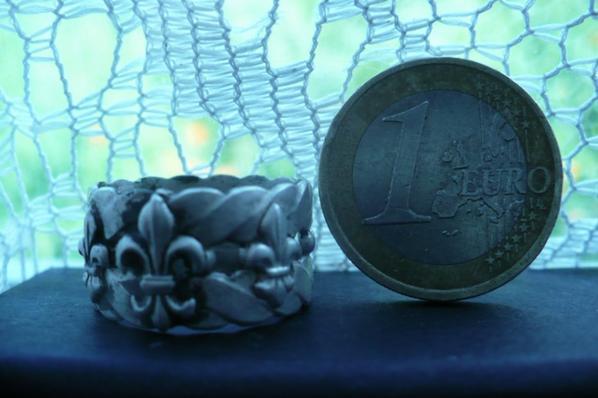 jolie bague trouvée dans douve d'un chateau le 12 05 2015
