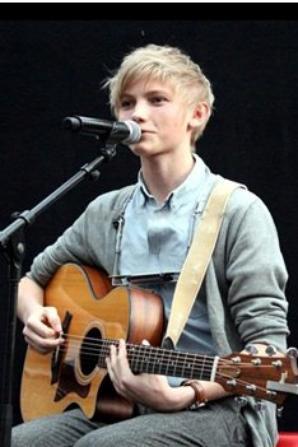 Ulrik sans chapeau lors d'un concert