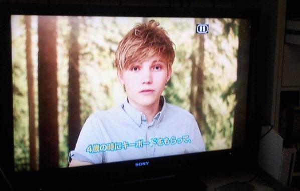 Ulrik lors d'une interview télévisé a Tokyo. Il parler en Anglais et c'était sous titré Japonais