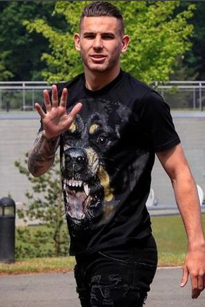 Lucas Hernandez arrive a Clairefontaine