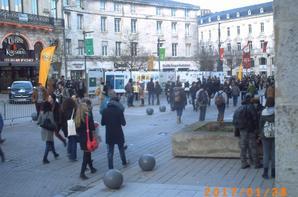 vue d'ensemble des panneaux de l'histoire de Gastion Lagaffe devant l'Hotel de Ville d'Angoulême