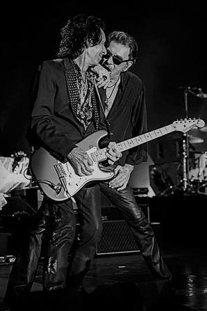Johnny et son guitariste Robin Le Mesurier