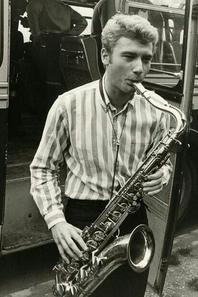Johnny et ses instruments de musique