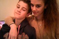 J'aime faire le con avec mon petit frère ...
