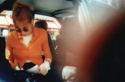 Mylène Farmer chute sur scène devant 9.000 fans (VIDEO)