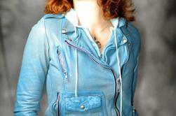 Mylène Farmer lance sa ligne de vêtements CHANTEUSE, AUTEURE ET DESSINATRICE DE LIVRE POUR ENFANT, LA ROUQUINE DEVIENT STYLISTE!