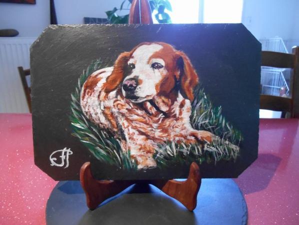 chiens peints sur ardoises