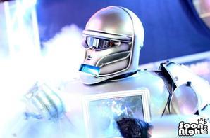 ROBOT-PERFORMER DISCOM MIXMOVE 2014