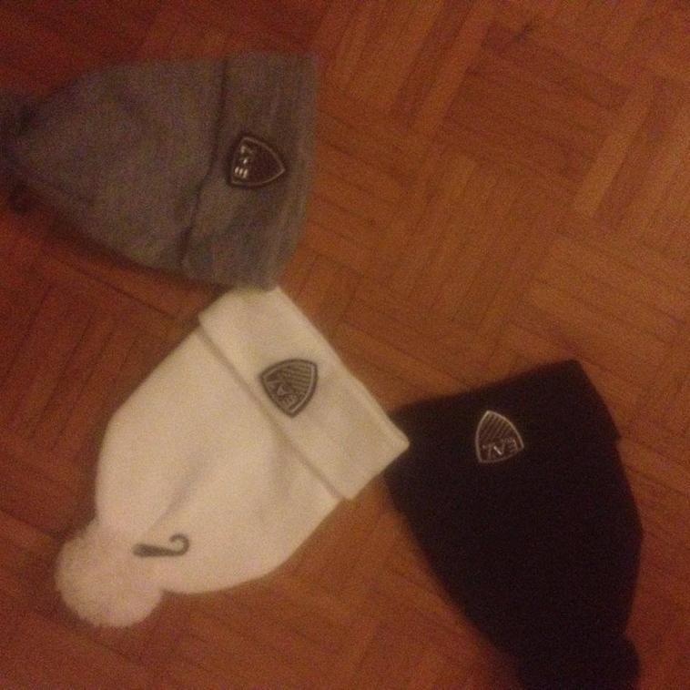 bonnet emporio armani joggging teeshirt e vendre en gros ou a lunité