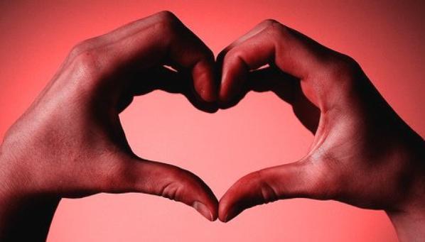 (l)Bonsoir mes amis(es) le 14 Février c'est la fête de l'amour, moi je fête l'amitié je vous souhaite une très belle fête amusez vous bien et soyez heureux. Gros bisous Faty qui vous aime tous(l)