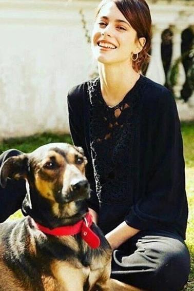 Photoshoot de Martina pour Caras (Mai 2016)