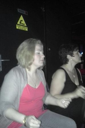 """vendredi ti soirée avec ses chéries ,,meme assise on ne peut pas s""""empecher de danser !!"""