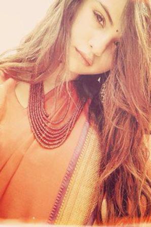 Selena au Nepal <3