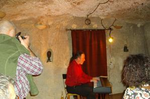 Avec Pierre Deliot Le vendredi 12 octobre 2012  soirée chanson et poésie a la cave du frou