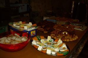 Le buffet trés copieux avec les specialitées maisons fut apprécié et comblat les invitées
