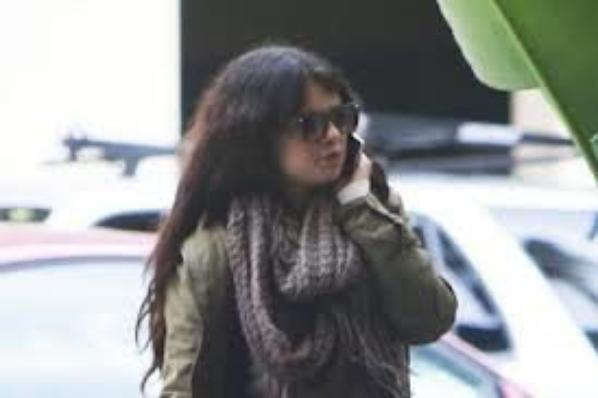 selena sortant du hooters en californie