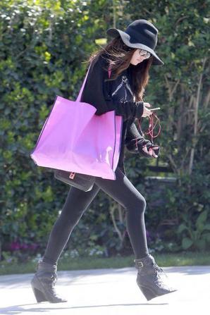 Selly sortant de chez elle le 15 mars