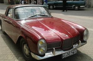 autos anciennes 4/4 dont le décor comportait toutes ces perles rares!