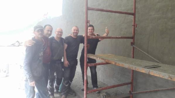 Rénovation du mur de la Salle Culturelle de Tilleur avant la réalisation d'une gigantesque fresque