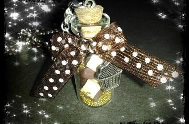 Sautoir fiole carreaux de chocolat