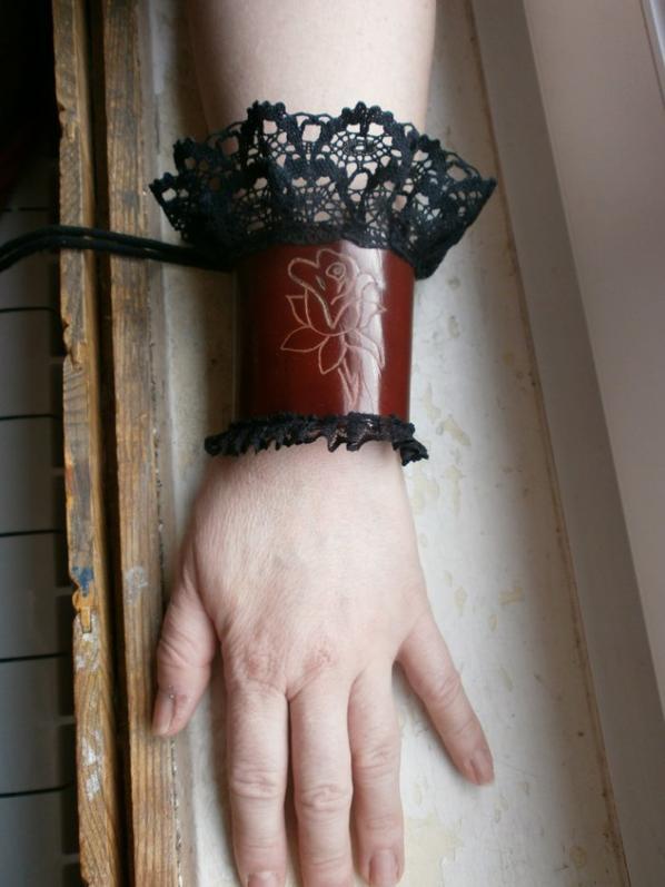 bracelet cuir avec de la dentel