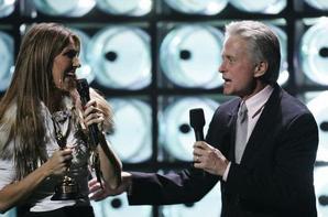 .  15/09/2004 : Céline était aux World music awards  Coup de coeur pour la robe, moins pour la fourrure.[/font=Arial]    .