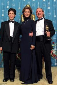 .  23/03/1998 :  Céline était à la sortie des Oscars
