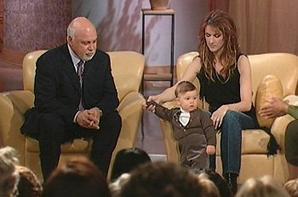 .  25/03/2002 : Céline passait dans l'émission d'Oprah    René-Charles grandit à vue d'oeil.[/font=Arial]    .